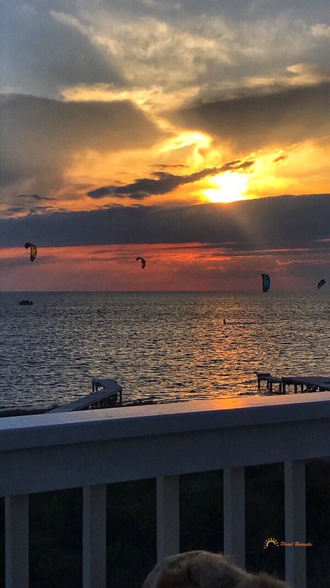 Kiteboarding #sunsets #sunset #nature #ig #sky #pics #photography #sunsetlover #sunsetphotography #naturephotography #landscape #sunrise #love #travel #sunsetlovers #clouds #photooftheday #sun #landscapephotography #beautiful #beach #travelphotography https://itunes.apple.com/us/app/ezy-watermark/id494472589?mt=8 …pic.twitter.com/DAN1tQkbPZ