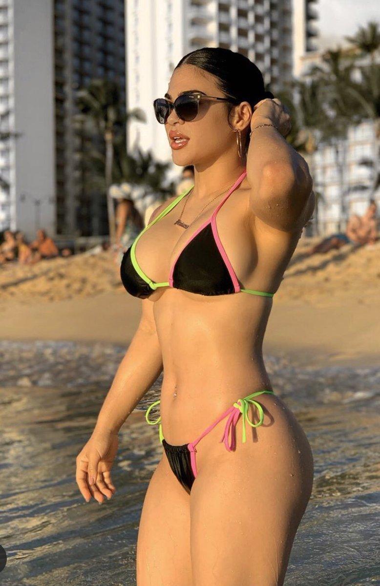 Simply amazing #Goddess @rachaelostovich #bikinibody #beachlife #BeautifulWoman #totalpackage #sexy #WMMA #UFCpic.twitter.com/yNUX0sozs9