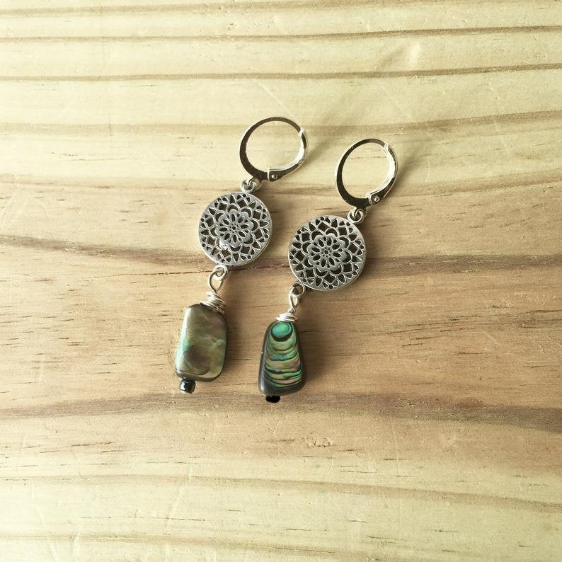 https://www.etsy.com/listing/740327555/abalone-earrings-with-silver-flowers-sea?ref=shop_home_active_4… https://www.etsy.com/listing/770118025/abalone-earrings-with-aqua-beads-free?ref=shop_home_active_2… If you wear Abalone earrings you can hear the Ocean. #EtsyTeamUNITY #HandmadeHour #handmade #jewelry #jewelrylovers #beach #beachlife pic.twitter.com/3HqIN0vCvx