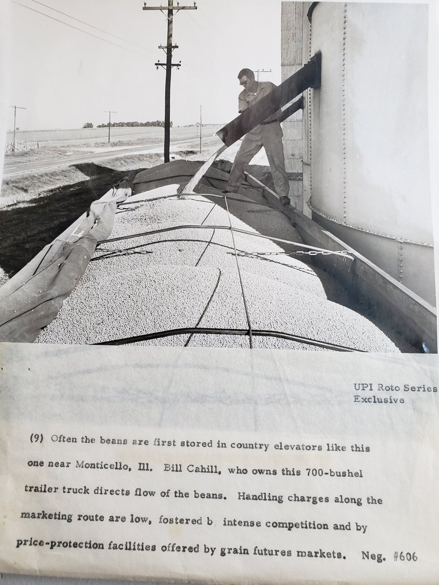 Mom found a picture of dad a long time ago loading out beans. Trying to figure out where.#OldPicture pic.twitter.com/apsPe63cTF
