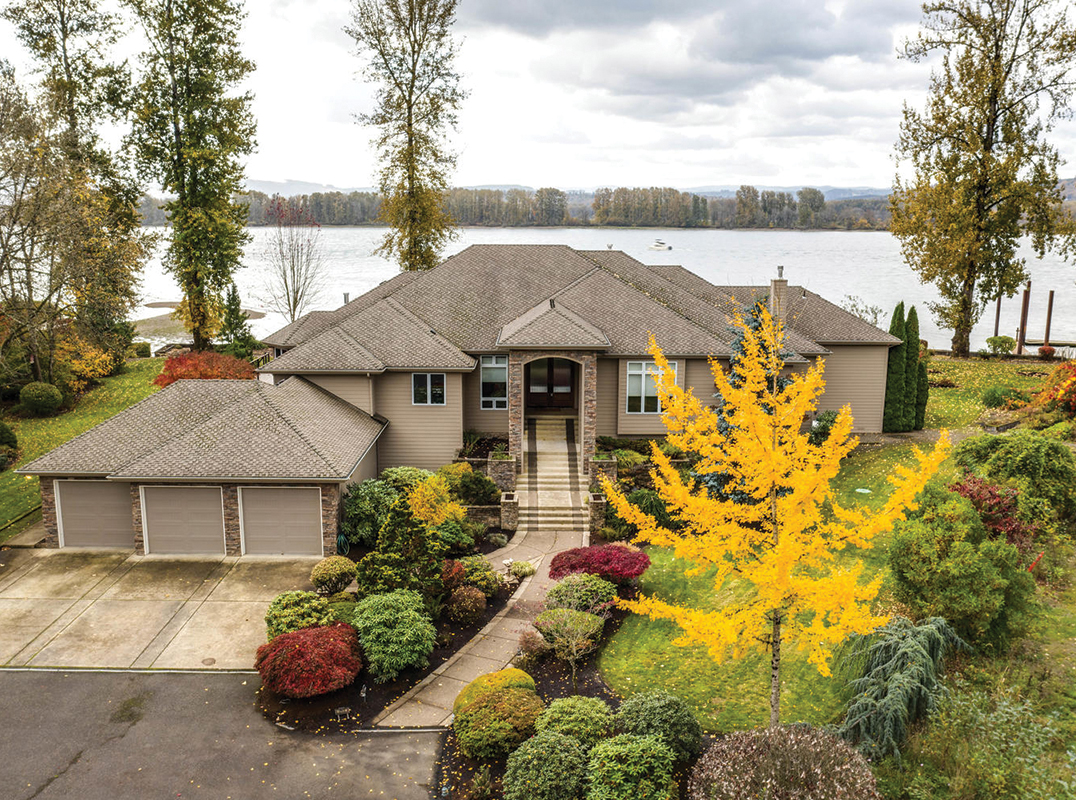 Portland | Oregon | SW Washington Spectacular Columbia River waterfront home https://www.luxuryhomemagazine.com/portland/60039 Listed by: Jodi Dobbe & Brenda Christina | Imagine Homes RE  #luxuryhomemagazine #luxury #home #architecture #design #inspiration #realestate #luxurylife #realtor #washingtonpic.twitter.com/t1AqAJjqif