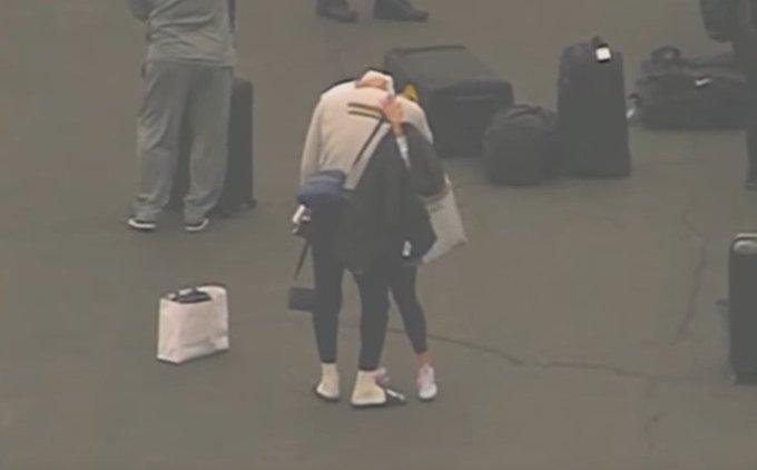 【影片】詹姆斯哭了!剛下飛機就聽聞Kobe去世噩耗,和朋友抱頭痛哭了一分多鐘!-黑特籃球-NBA新聞影音圖片分享社區