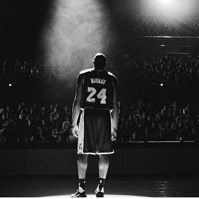 Коби этот человек благодаря которому я познакомился с баскетболом. Кто-то при упоминании баскетбола вспоминал тогда Джордана, а те кто чуть ближе к нему ЛеБрона. Но все же мне сразу же полюбился Брайант. Ты всегда будешь в моем сердце... #RIPKobe https://t.co/r9qik4Bp5m