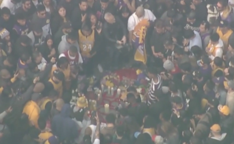 LIVESTREAM: Fans gather at the Staples Center to mourn the death of Kobe Bryant. WATCH LIVE NOW: https://t.co/xe3RUYV2YU https://t.co/TJ5Afr9tKt