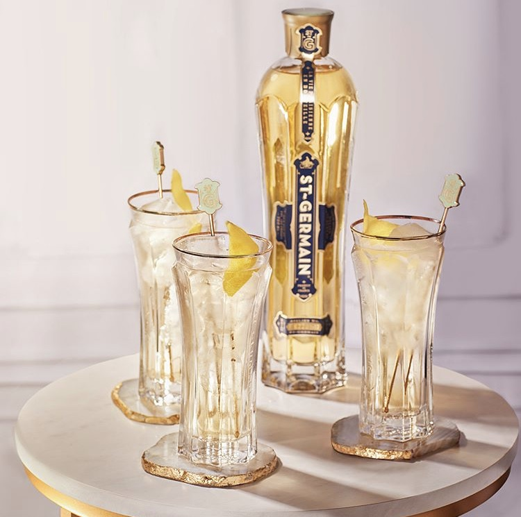 If you're hosting for the awards show tonight, treat your crowd to a round of ST~GERMAIN Spritzes   #AwardsSeason #StGermainSpritz #TheFrenchSpritz https://t.co/k0kusbhN5Q