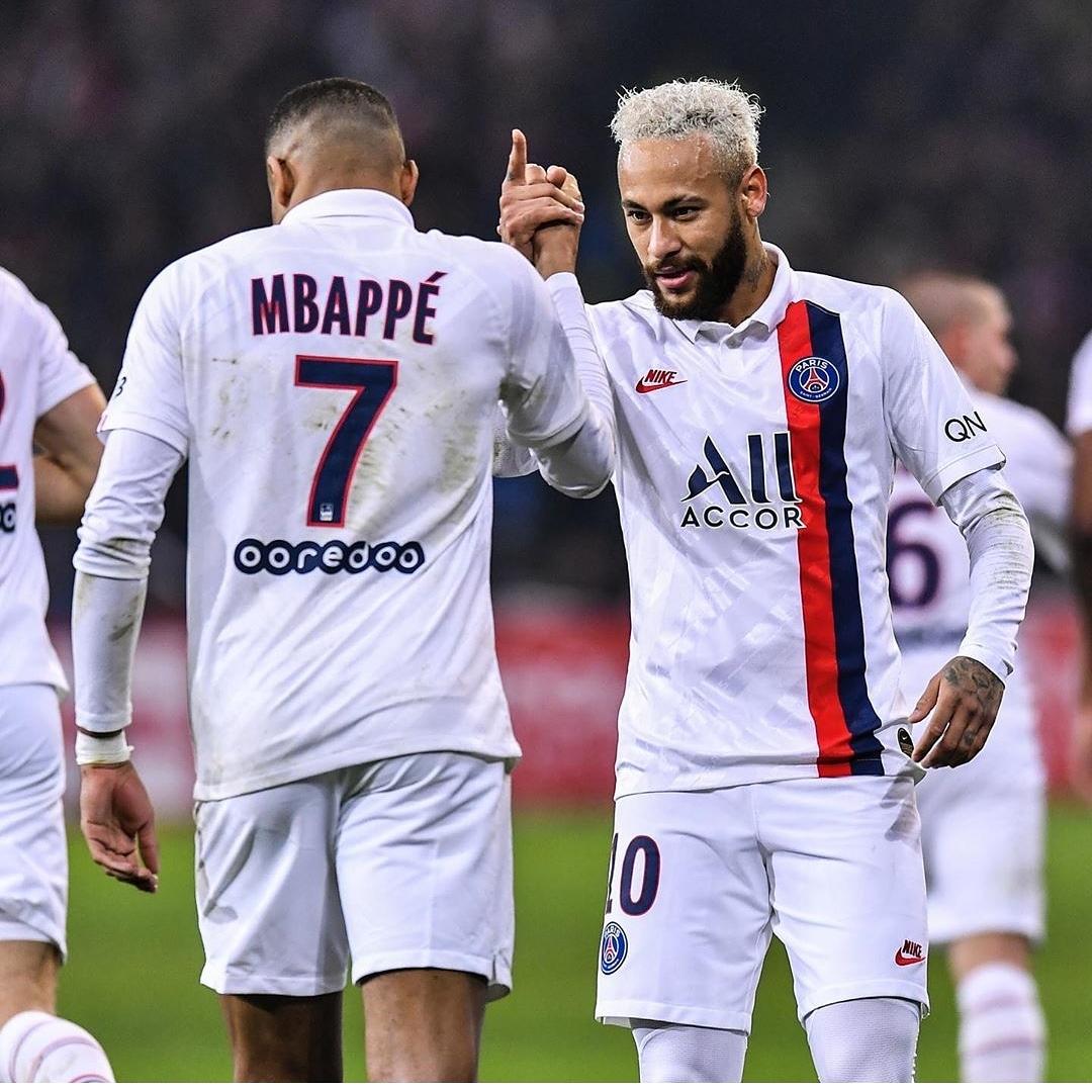 LIGUE1 FINAL DEL PARTIDO: LILLE 0-2 PSG   . En la Jornada 21. El París Saint-Germain le ganó de visitante al Lille gracias a un doblete de Neymar . #ligue1 #conforama #francia #noticiasfutbol #foxsports #beinsport1 #golazo #goltv #futbolero #futbolmania #onefootballpic.twitter.com/LEUmEO8KHB