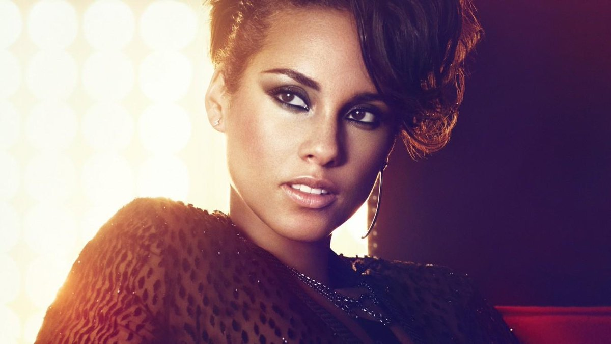Happy belated birthday @aliciakeys Hope u had a great day follow me plz ur voice is incredible pic.twitter.com/sb6Seps4dh