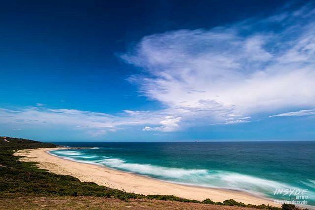 The calm before the storm... #lakemacquarie #storm #catherinehillbay #summer #beach #insydemedia #canonaustralia #canon #newsouthwales #seeaustralia #travelgram #longexposure https://ift.tt/2RuCYDjpic.twitter.com/r8tIiACN0f