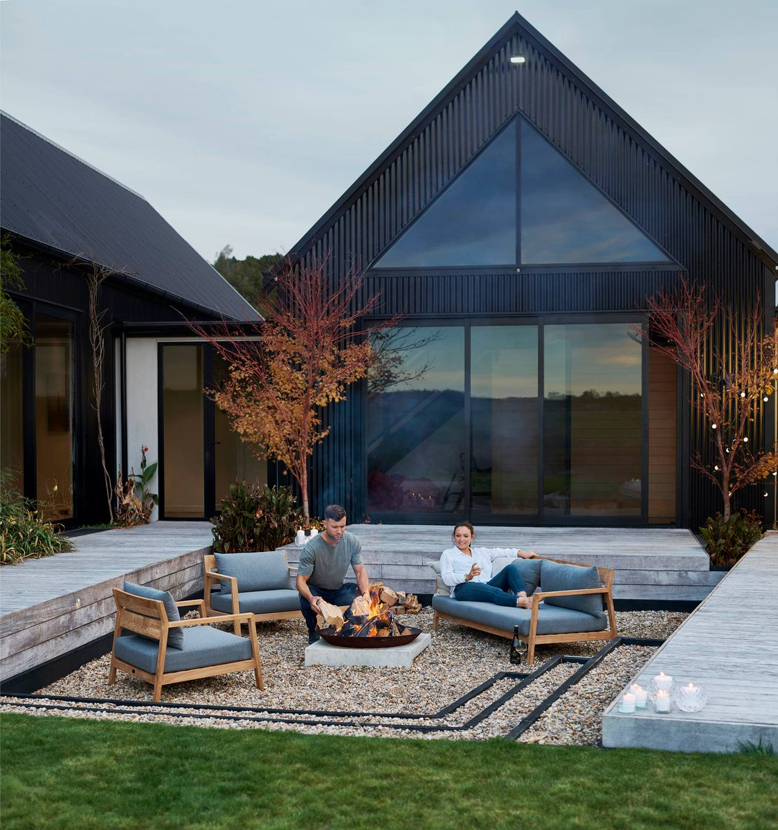 #Devon uses Teak which is an extremely durable tropical hardwood timber.  It'll survive for many years outdoors with little or no structural deterioration, thanks to its high water-resistant quality.  See the range: https://bit.ly/2LGbtEg  #Poynters #OutdoorLiving pic.twitter.com/cljcakeRLV