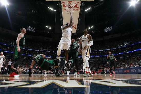 爆炸運動力!狀元郎Zion砍21分11板迎生涯首勝,還搶下了7記前場籃板!(影)-黑特籃球-NBA新聞影音圖片分享社區