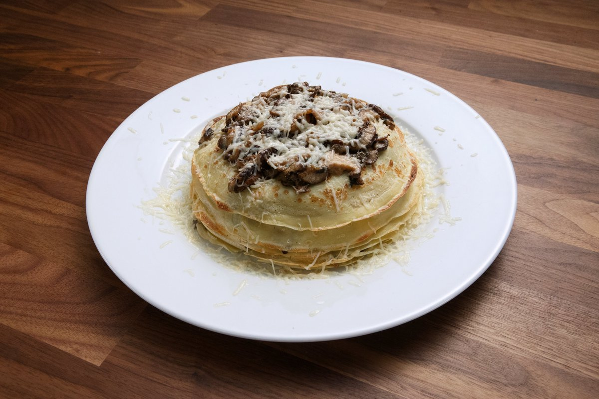 FoodNetwork: .ChefAnneBurrell & AltonBrown's crepes are ready to eat! Check out what the mentors whipped up! #WorstCooks<br>http://pic.twitter.com/QqAB7RzP9x