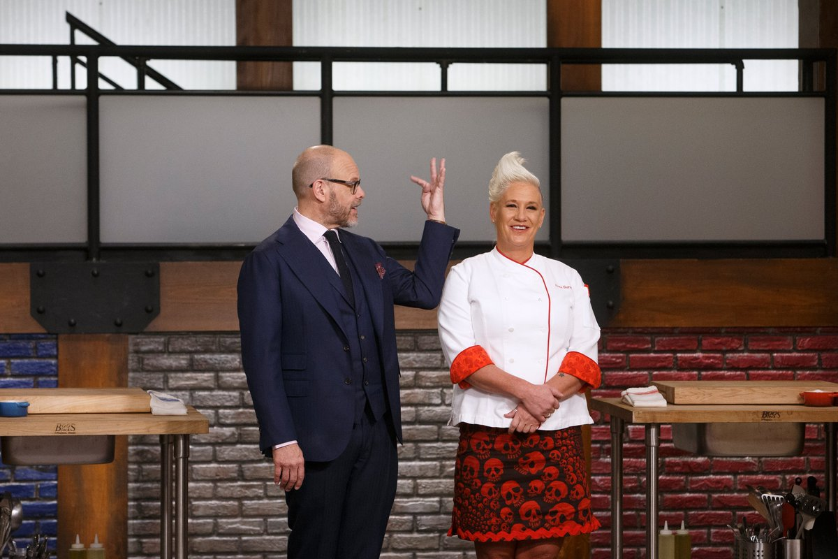 FoodNetwork: Caption THIS!! chefAnneBurrell AltonBrown #WorstCooks<br>http://pic.twitter.com/q5pcQTPGm6