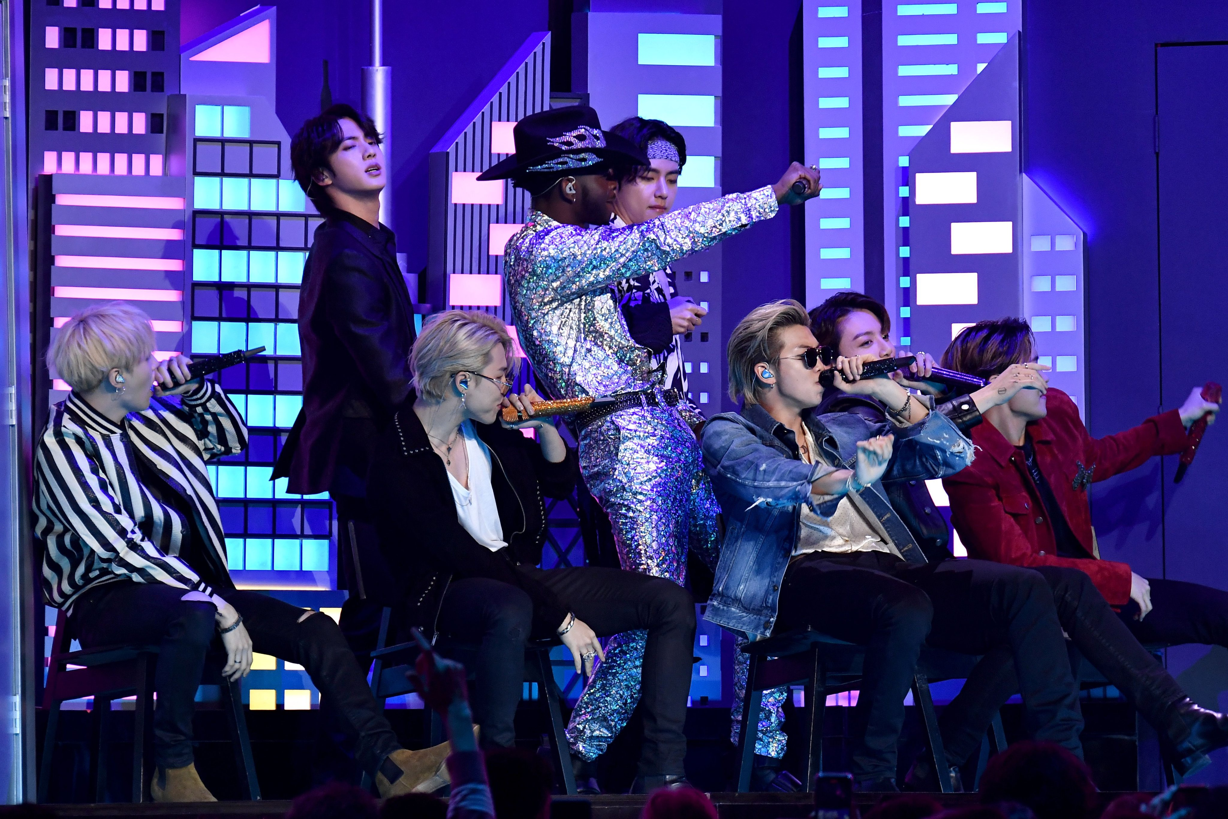 BTS Tampil di Grammy Awards 2020 Sebagai Artis Korea Pertama dalam Sejarah dengan Lagu Old Town Road Bersama Lil Nas X