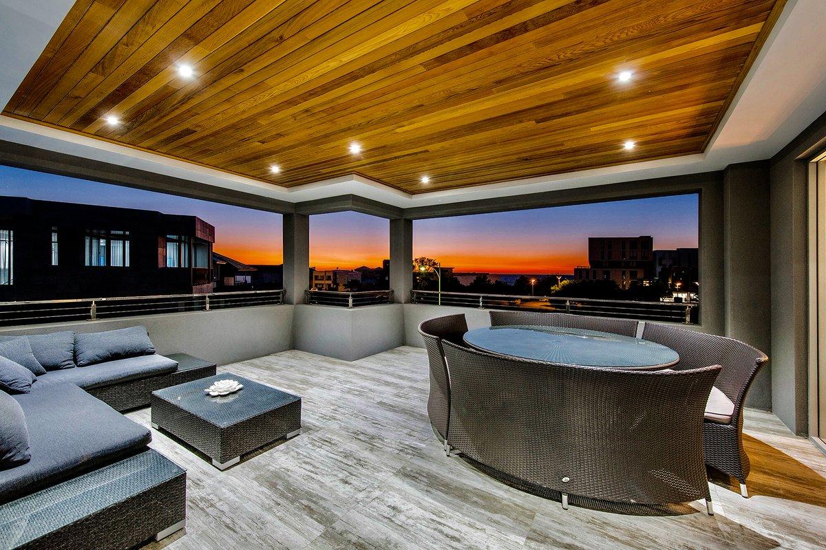 Balmy nights on the balcony   #perthsummer #outdoorliving #thisview #perthcustombuilder #customhomepic.twitter.com/yK3ZxEmM0S