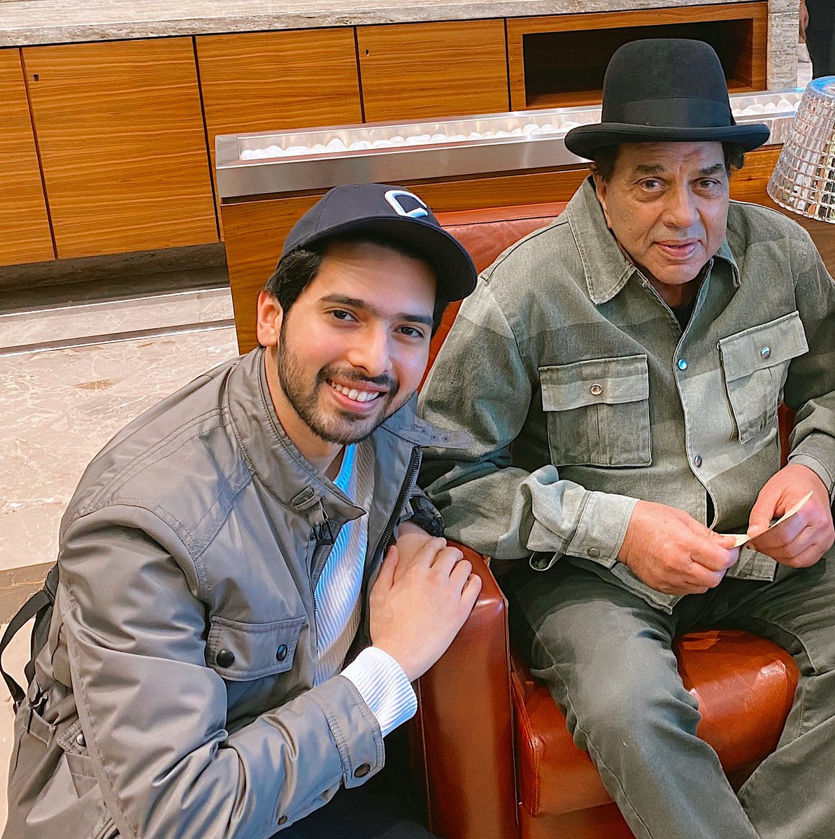 Can't believe I started my morning meeting this absolute LEGEND! @aapkadharam 🙏🏻💯
