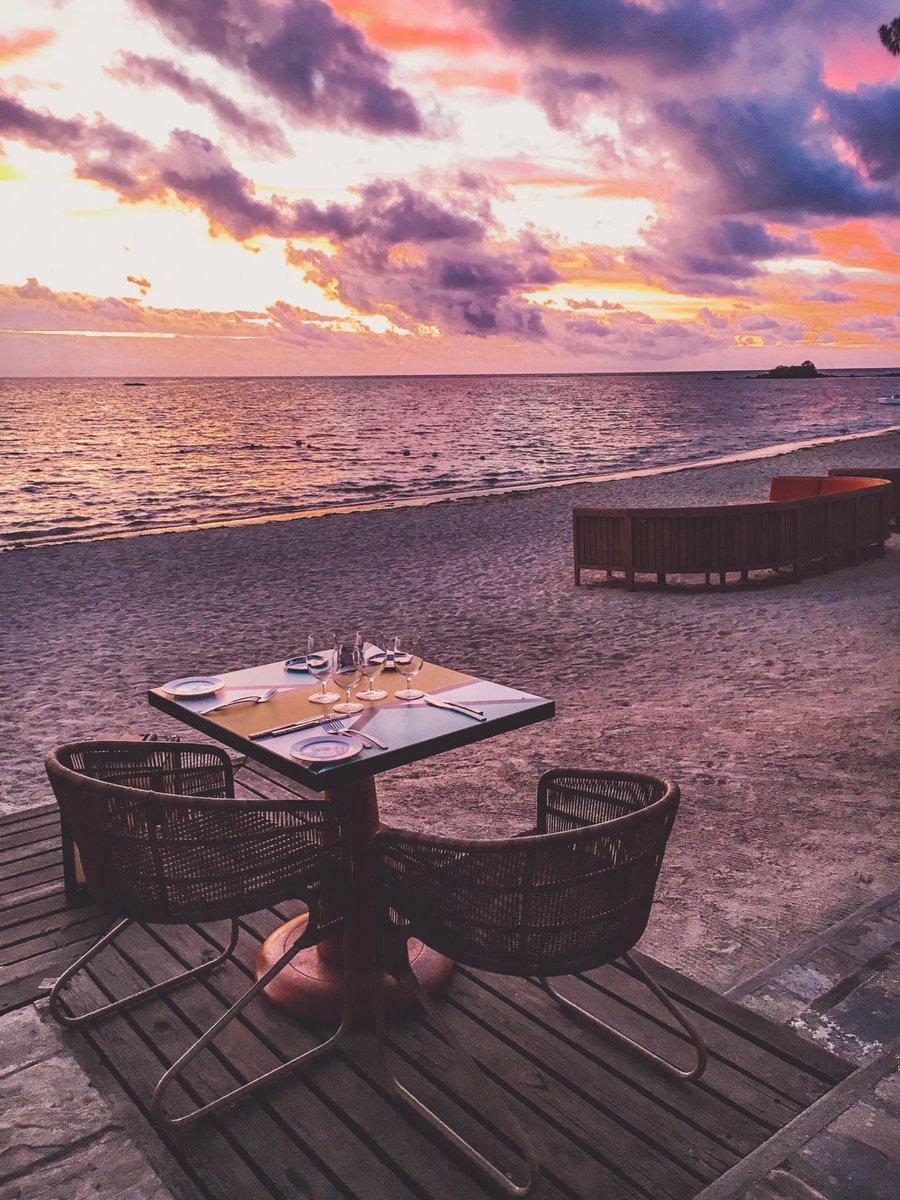 Finns det någon bättre plats att njuta av en romantisk middag än på stranden vid #ClubMedLaPointeAuCannonier? https://t.co/H9756wDFdz