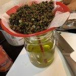 Image for the Tweet beginning: 四川料理は色んな香辛料を鍋にグツグツいれて、調味料を作るので、クアックサルバー的な調合作業が楽しめます😉スターアニスとシナモンが効いた醤油の甜醤油は甘くてエキゾチックな風味✨