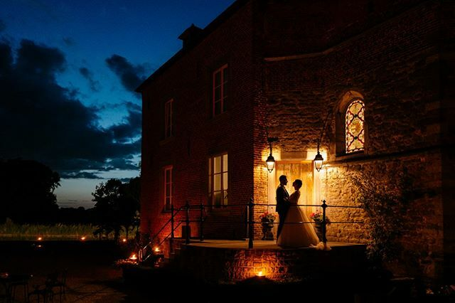 Love at Night ❤️🌔 . . . #weddingdress #weddingphotography #weddingphotographer #groom #mariage #love #happy #strobist #flash #night #atmosphere #nightphotography #stevecollin #photographer #canon #magmod #fotostudiocrm #iagreemagmod