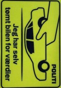 Kom forbi vores mobile politistation og få et klistermærke med til din bil. Mærket signalerer, at din bil er tømt for værdier, så der ikke er noget at komme efter. Og så husker du også selv at tømme bilen, når du forlader den. Du finder os her: https://t.co/XjXnfgacTm #politidk https://t.co/brKOCLz58h