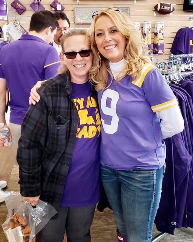 #LSU TheyAintReady 4 Dat Purple&Gold checkout @Joe_Burrow10 mom with one of my fans wearing my TheyAintReady  T-shirt  thanks for supporting my #1 @LSUfootball song and my brand ... T-shirt's & Hoodies On Sale Now!!! Link: https://youtu.be/0iNg4KqpEfgpic.twitter.com/4yINaQQ3hV