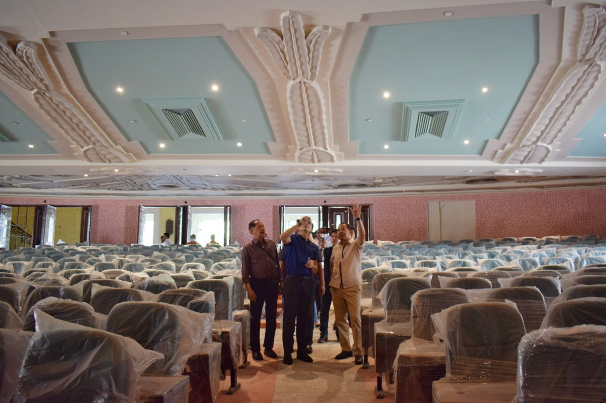 Inspected the Metropolitan Theater this afternoon. Thank you officials from the NHCP, CCP and NCCA. :)  #BagongMaynila<br>http://pic.twitter.com/PwCJCToAnk