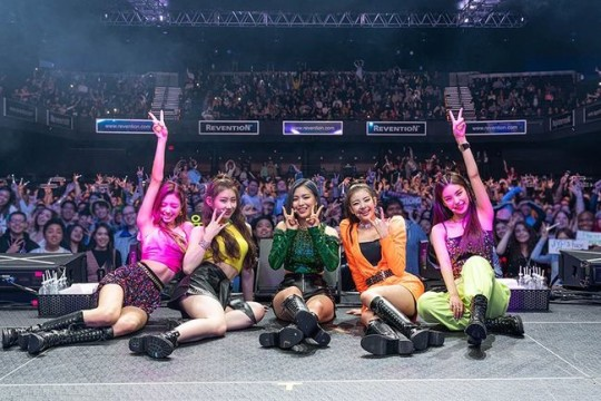 ITZY will be the first Korean girl group to guest on FOX5 'Good Day New York'  January 27 local time   https:// entertain.naver.com/read?oid=109&a id=0004156028  … <br>http://pic.twitter.com/Iw86VvqBcr