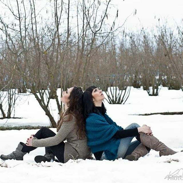 WINTER...SOME TIME AGO  @luciamondiniph #shooting #meandChiara #friends #snowy #snowphotography #Cuneo #Italy @maritarulfo_makeupartist #makeuplook #itscoldoutside #goodmemories #outfitsociety #photoshootideas #winterlook #wilderness #landscapeloverpic.twitter.com/0Kg7WYTb9q