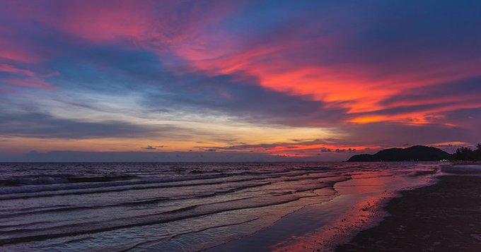 Pic of the Day…Intermixture http://best-online-travel-deals.com #sunsetlovers #sunset_picspic.twitter.com/ehFbDqMKaZ