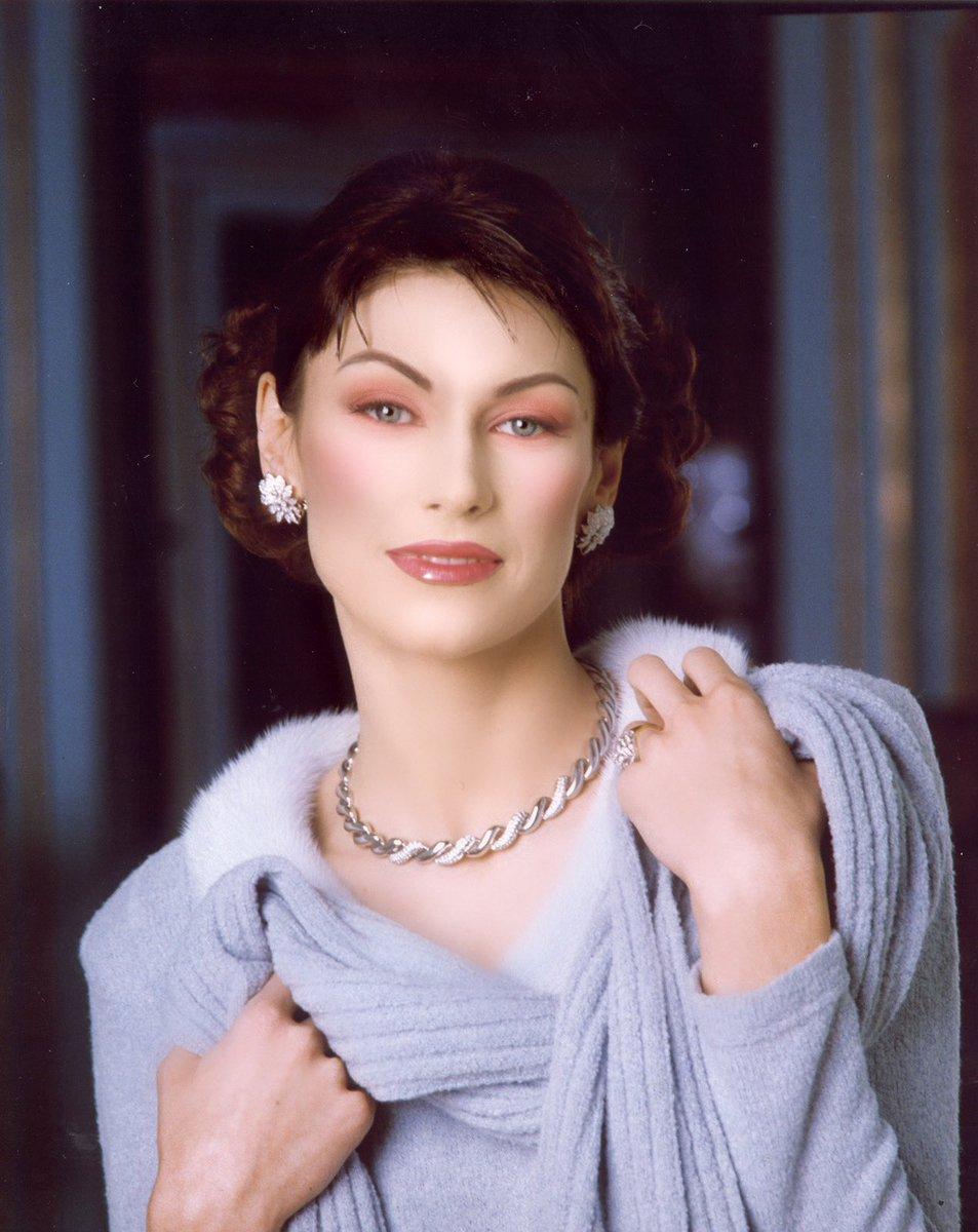 MODEL: Irina Alexandrovna Troian PHOTO: Marco D'Elia MAKE-UP: Massimo Polese #makeup #instamakeup #toptags #cosmetic #cosmetics #fashion #eyeshadow #lipstick #gloss #mascara #palettes #eyeliner #lip #lips #tar #concealer #foundation #powder #eyes #eyebrows #lashes #lash #gluepic.twitter.com/KXvbZvoplO