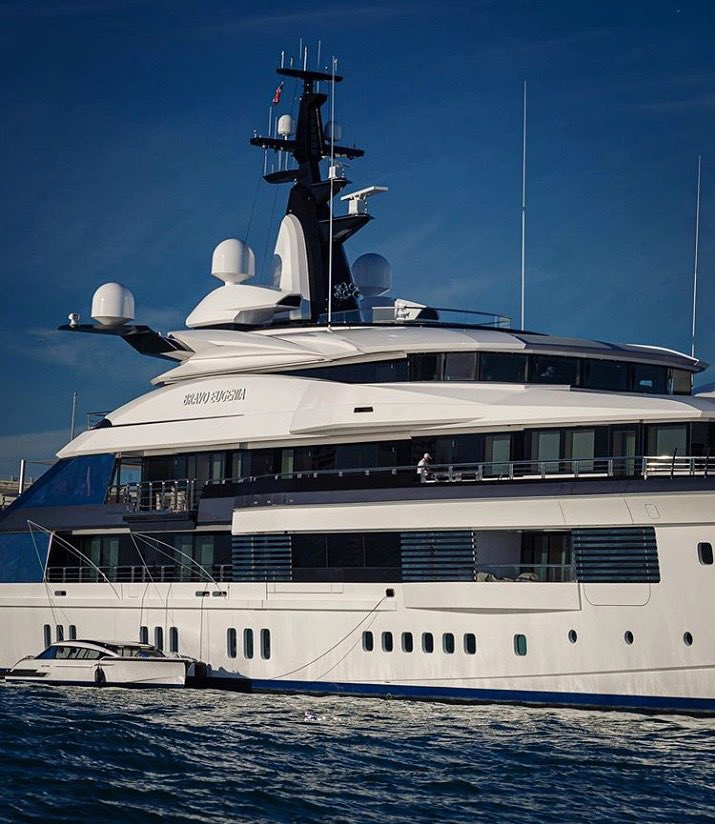 Nice photo by Ron Raffety of the #yacht Bravo Eugenia in #Miami.  She was built by #Oceanco to a #design of Nuvolari Lenard.  Her owner is #billionaire Jerry Jones, who named the yacht after his wife Eugenia  Jones is known for owning the #DallasCowboys   https://www.superyachtfan.com/jerry-jones-yacht.html…pic.twitter.com/r79ik8HcNB
