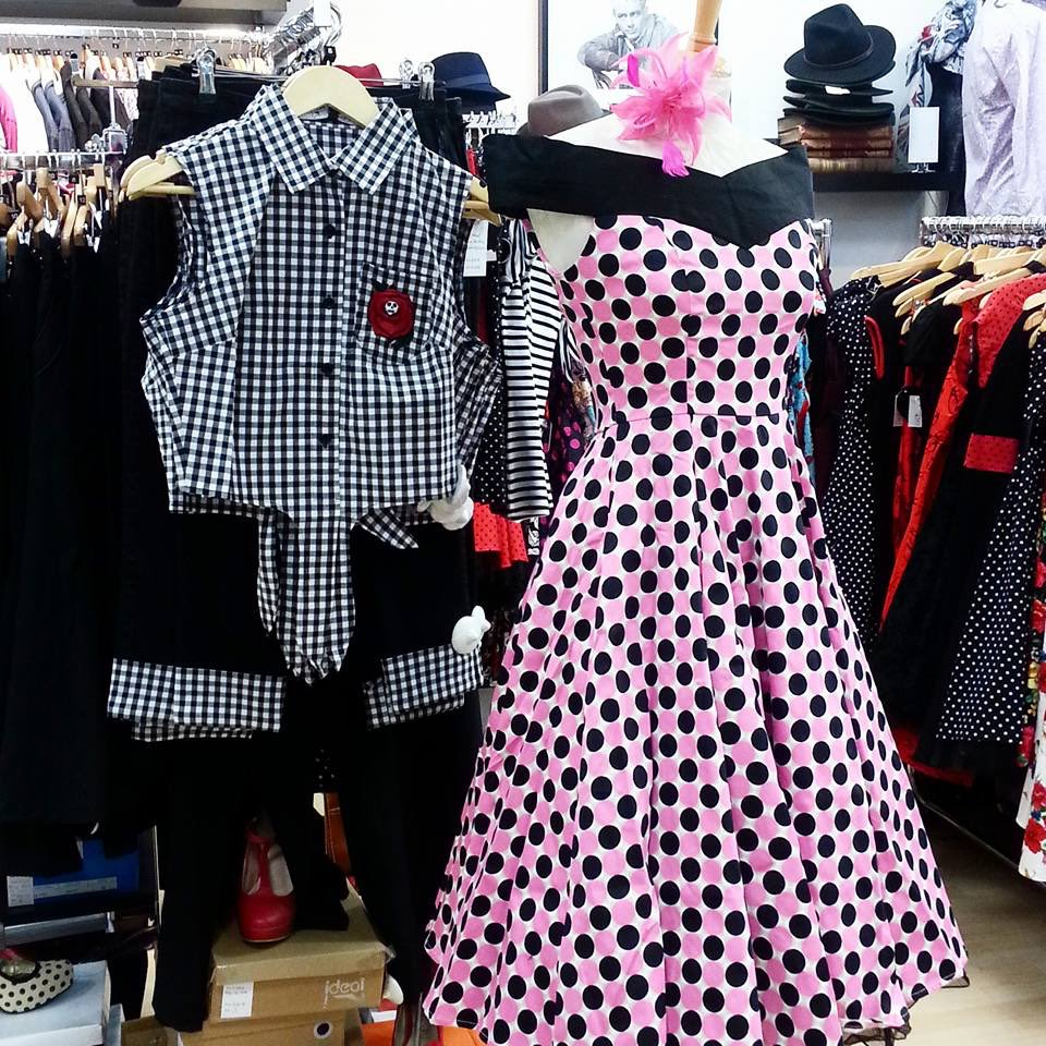 We will be so sad to see the H&R London Pink-Black Polka Dot Dress go! Only one size 12 left! #vintage #vintagefashion #vintageinspired #50sfashion #pinup #pinupgirl #plussize #polkadots #pink #valentines #heartsandroses #swingdress #bohemianfinds #northamptonpic.twitter.com/Qs3PorQEiW