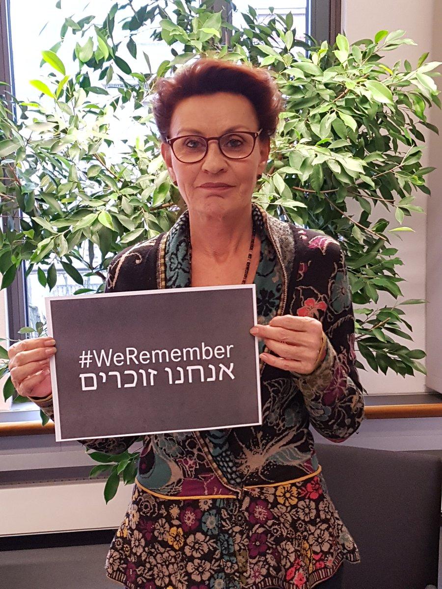test Twitter Media - Heute jährt sich die Befreiung des Vernichtungslagers #Auschwitz-Birkenau zum 75. Mal. Wir gedenken der Ermordeten und allen Opfern des Faschismus.  Den Opfern des Faschismus gedenken, heißt den Rechtsruck bekämpfen! #keinVergessen https://t.co/VTfkvtCM3F