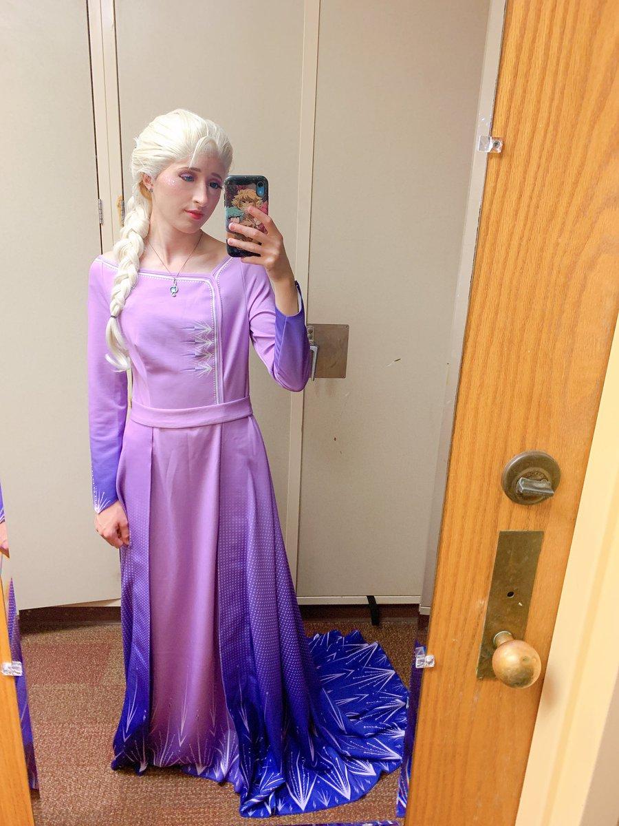 New #elsa dress #frozen2 #elsacosplay #katsucon #Elsa #frozenpic.twitter.com/3SAD9C8iNY