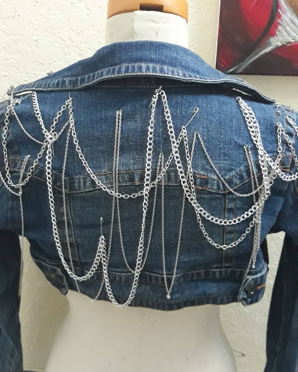 Customized jackets for sale.... @ PINKYMOWATT  . . . . #girlyshit #blackartists #jacketlovers #sequins #pinkymowatt #chains #oneofakind #unique #customized #handmade #accessories #girlaccessories #no2thesamepic.twitter.com/vdP9B9K7Jk