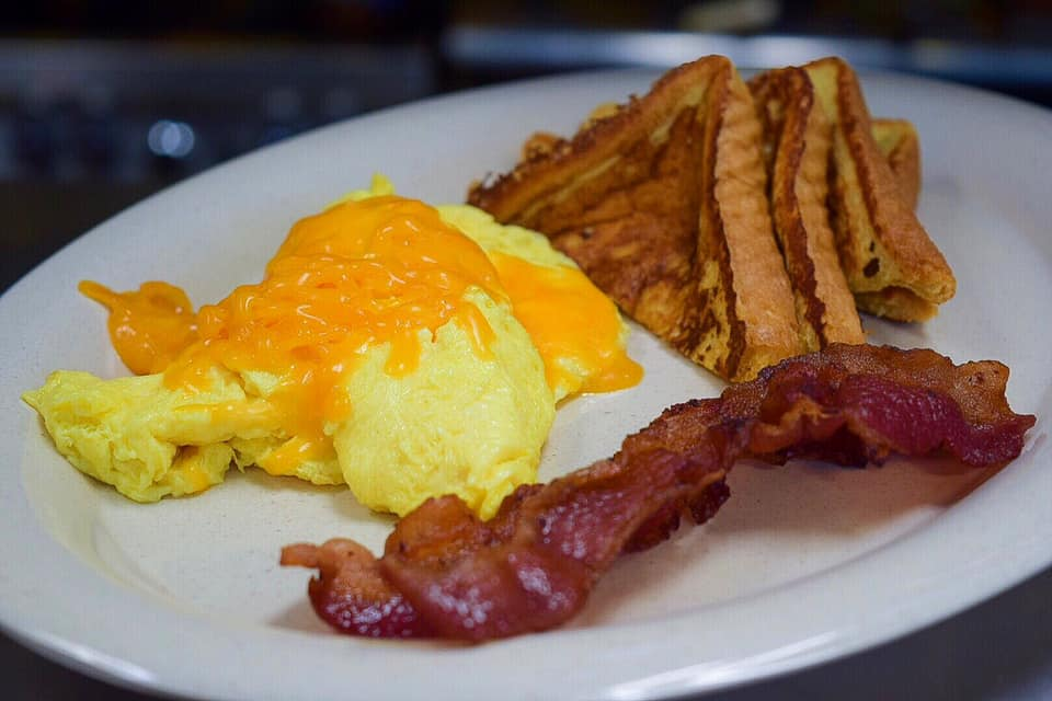 Sleep is just a time machine to Al's Deli breakfast 😋 _________ #Cleveland #DowntownCleveland #CleFood #CleEats #EatLocal #Lunch #eeeeets #NeoFood #Catering #216 #Cle #downtown #thisiscle #instafood #yummy #Bacon #Eggs