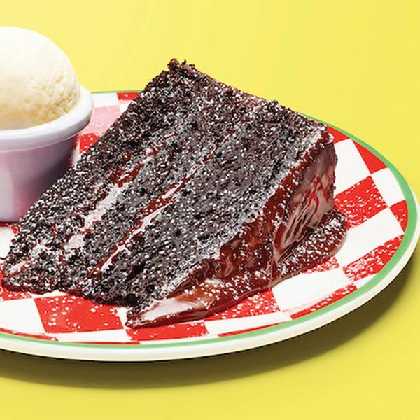 Happy #NationalChocolateCakeDay! We're heading to @frankienbennys for a slice of their deliciously indulgent chocolate fudge cake to celebrate 🤤  #BatteryRetailPark #Birmingham #Shopping #FrankieNBennys #ChcocolateFudgeCake #ChocolateCake #Dessert #Cake #Chocolate #Yum #Yummy