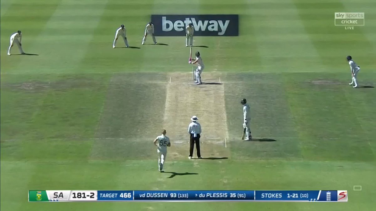 WICKET! 🇿🇦🏴 First wicket of the session for England - and its Stokes again, as he castles Du Plessis off the toe of the bat 🔥 📺 Watch #SAvENG live: trib.al/Yw4xB03 📰 Over-by-over blog: trib.al/sdlf5PM