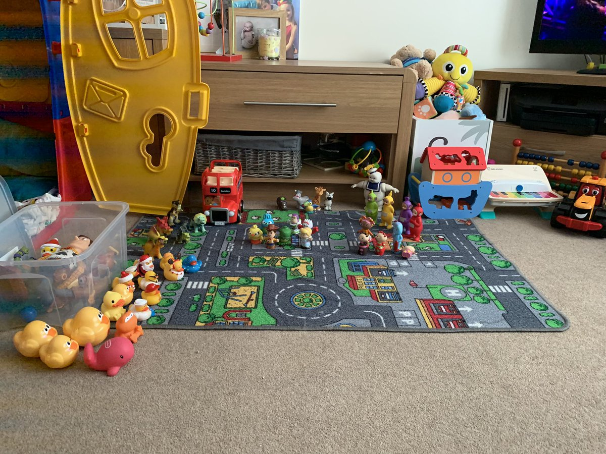Jaxons been asleep TOO long and I'm bored waiting for him to wake up so we can play small world 🤷🏼♀️🤦🏽♀️🙄🥱🥱🥱 Also.... Makka Pakka is missing and I can't find him. This kid....... 🤦🏽♀️ #mummylikesthingsinsets #dinovstoystoryvsducksvsinthenightgarden #funny