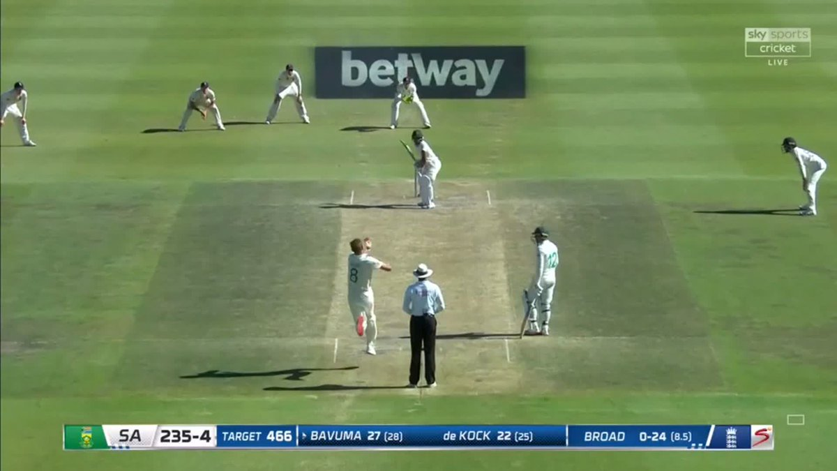 WICKET! What a nut, cries Pommie Mbangwa, as Broad dismisses Bavuma with an absolute jaffa that brushes the glove 🍊 South Africa 235-5 🇿🇦🏴 📺 Watch #SAvENG live: trib.al/Yw4xB03 📰 Over-by-over blog: trib.al/sdlf5PM