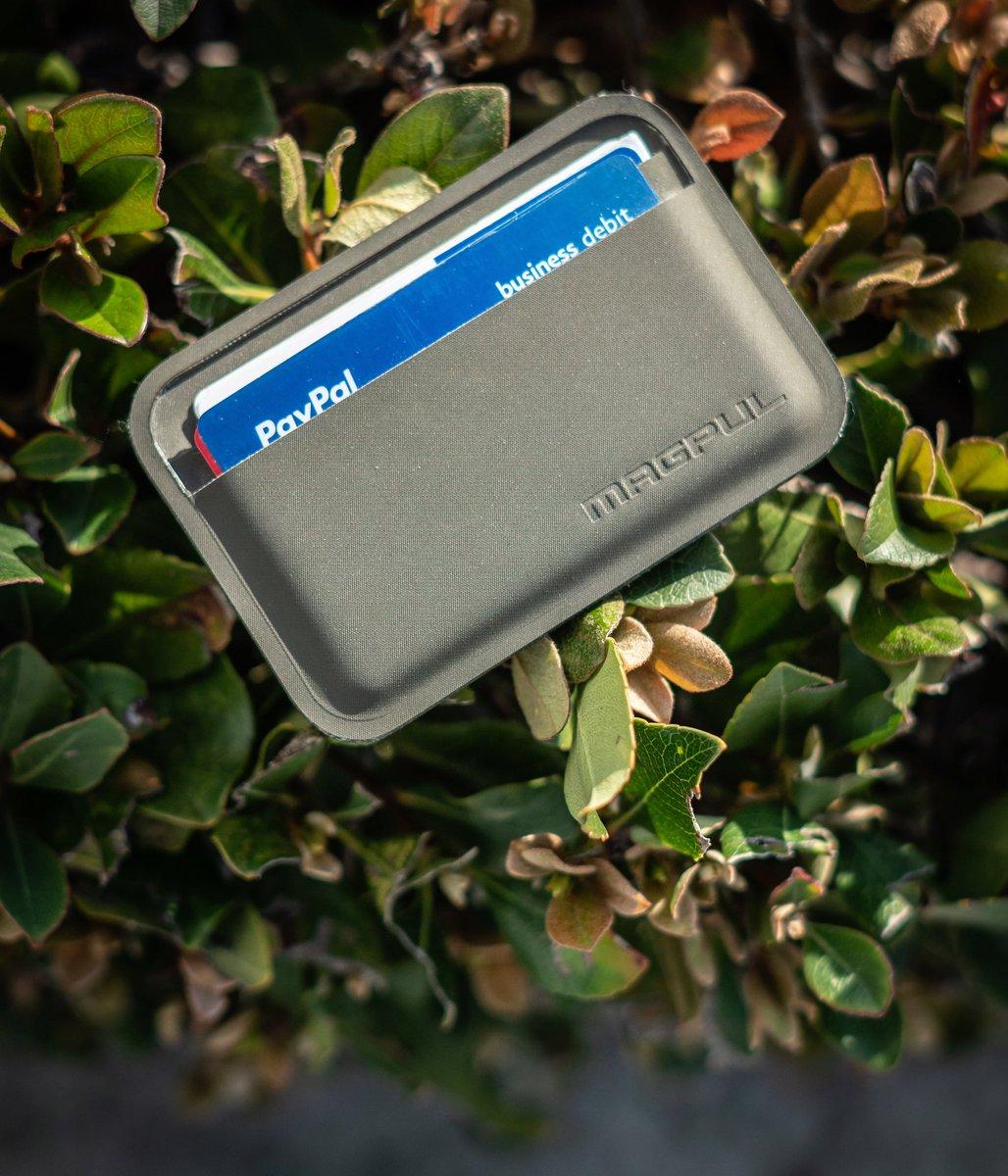 Just the Essentials!  The Magpul Daka Wallet! Perfect EDC  - #EDCCommunity #EDCOfInstagram #HandDump #PocketDump #EDCDaily #EDCPorn #GearPorn #GearJunkie #DailyCarrypic.twitter.com/CJ6vO3fkwz