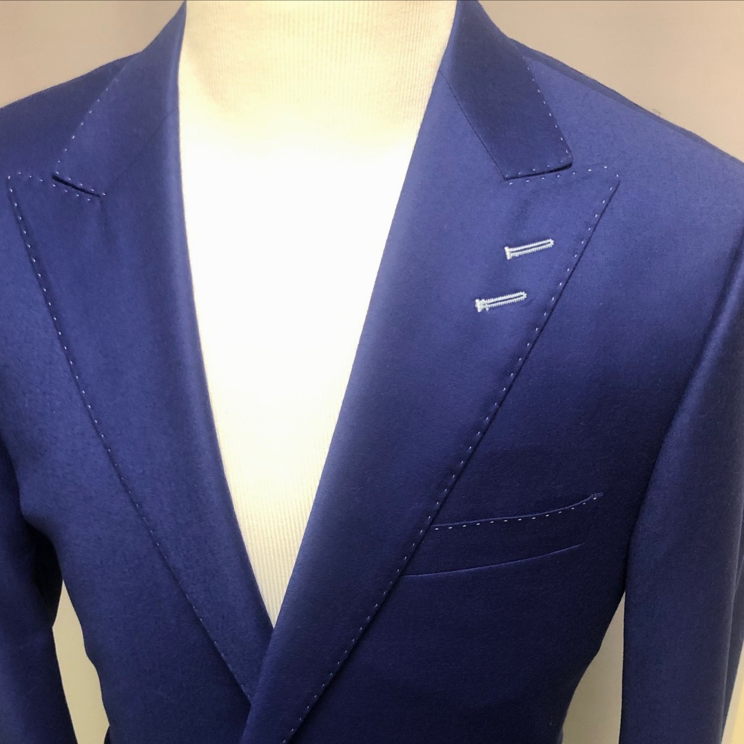 While Harry and Meghan left the Royal family the Queen will want to recruit you in this Royal Blue milled finish peak lapel custom suit. The double lapel contrast buttonholes and contrast pic stitching add a custom touch #TGCustom #RoyalFamily #HerMajestytheQueen #ContrastStitchpic.twitter.com/nP7r9ZF3Xa