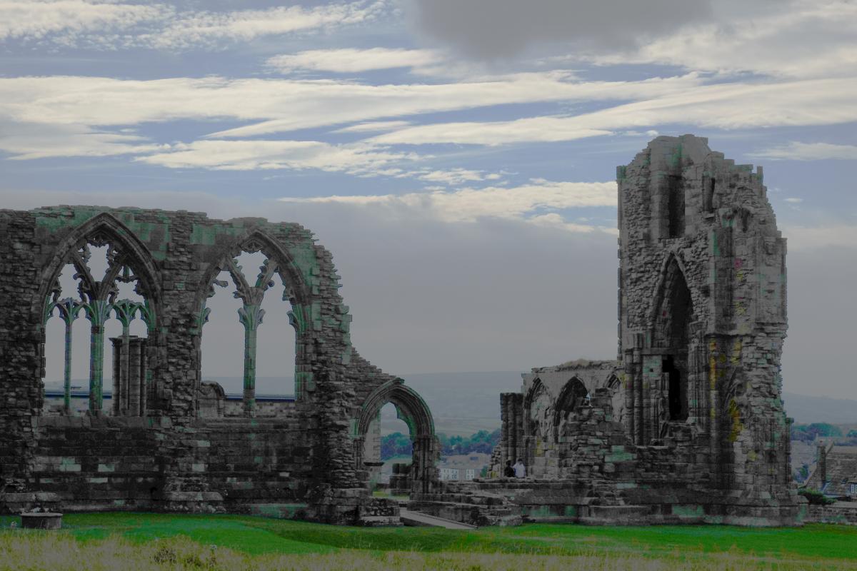 Whitby Abbey mit Landschaft und Wolken pic.twitter.com/bxxDq9xmvt