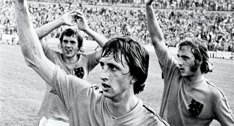 """𝙅𝘿🎙 on Twitter: """"Johan Cruyff, Piet Keizer y Johnny Rep. El Ajax del  """"Fútbol Total"""" de los años 70. Un equipo de bestias, futbolísticamente  hablando, claro. El primer equipo moderno de este"""