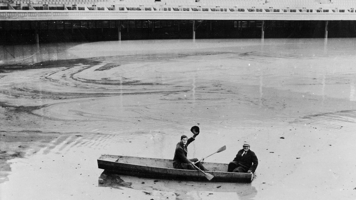 January 27, 1937: Heavy rains cause the Ohio River to flood much of Cincinnati, submerging Crosley Field's playing surface under 21 feet of water. Pitcher Lee Grissom and groundskeeper Matty Schwab are seen crossing the field in a rowboat. 🚣 #RedsVault