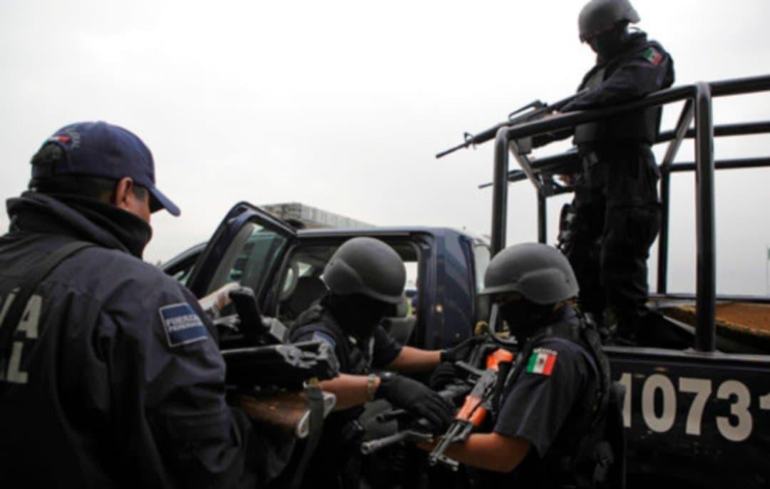 Era el director antidrogas de #México, pero filtró información de la DEA. Ahora lo acusan de narcotráfico. Vía @TelemundoNews   Más información https://tlmdo.co/3aI5wALpic.twitter.com/AcPc0C76rX