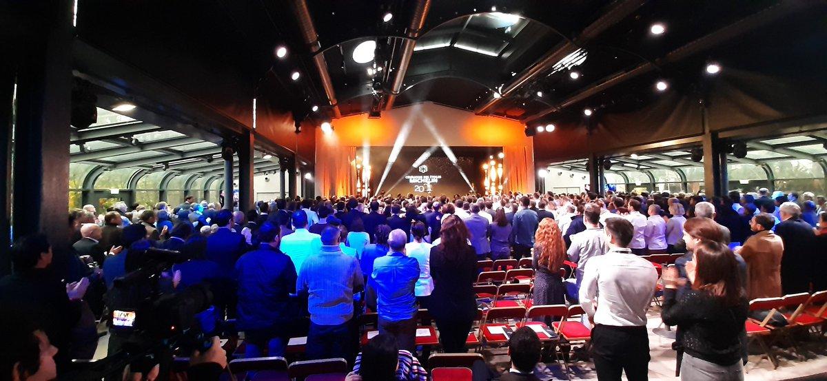 """La cérémonie du #michelin2020 commence par un hommage à Emile Jung, ancien chef du """"Crocodile"""" à Strasbourg. 3 étoiles pendant 10 ans. Les chefs présents au Pavillon Gabriel se sont levés. https://t.co/Q7YrZxVfU3"""
