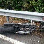 Image for the Tweet beginning: Ciclomotore si schianta contro il