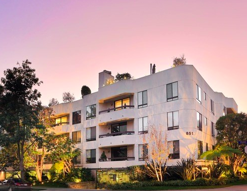 Property of the Week: 851 N Kings Rd, #304, West Hollywood, 90069, Offered at $1,499,000 #LArealestate #realestate #westhollywood #losangeles #sellersagent #buyersagent  Contact me for more info. https://www.compass.com/c/adam-saget/property-of-the-week?agent_id=5bd8705dfeb04e39b020fc41 …pic.twitter.com/UvUUwH8krr