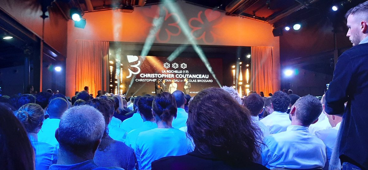 Le premier nouveau 3 étoiles du #michelin2020 décerné à Christopher Couteanceau à La Rochelle. Beaucoup d'applaudissements pour ce chef 2 étoiles depuis 1986 https://t.co/4z8NAwnYek