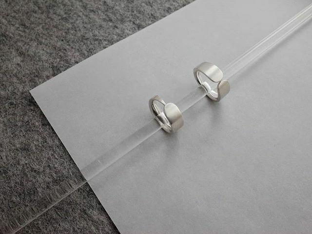Two rings, pals . . #heatherwoofjewellery #silverrings #madenotmanufactured #handmadeprecision #beautyinsimplicity #dreamjewels #scottishdesign #understatedelegance #lifeofajeweller https://ift.tt/2GsDTy4pic.twitter.com/exGottAvdS